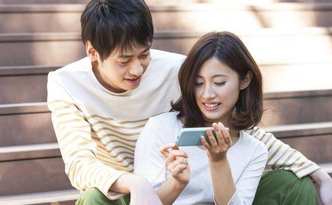 长期低头玩手机的危害有哪些 健康常识 图2
