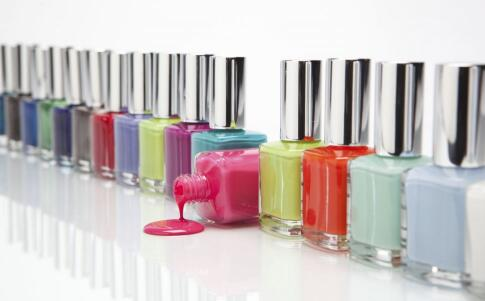 哪种指甲油颜色好看 怎么选择自已肤色的指甲油 怎么看指甲油颜色适合自己