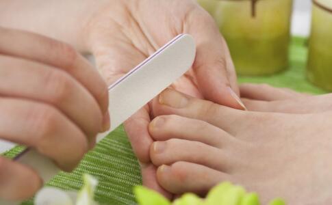 漸變指甲怎么涂才好看 涂指甲要注意什么嗎 怎么涂漸變色指甲好看