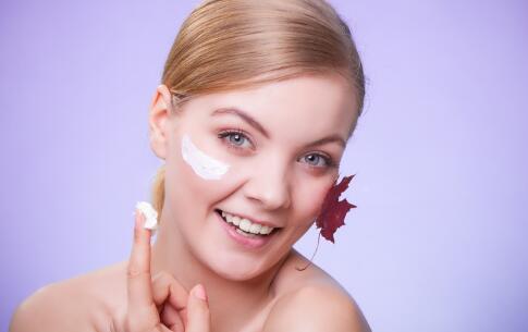 女人皮肤粗糙吃什么好 女人皮肤粗糙怎么办 什么食疗能保护皮肤