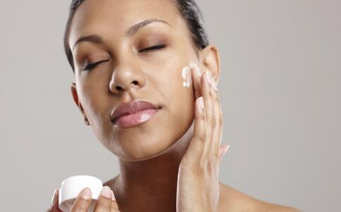 这样洗脸能快速美白肌肤