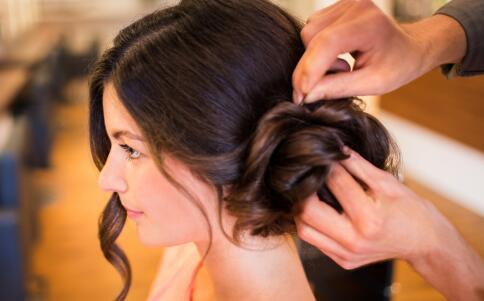 最流行的瘦脸刘海发型 夏季瘦脸的发型 好看的刘海发型