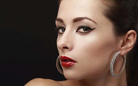 适合学生的眼影画法 学生化什么妆好 适合学生的妆容