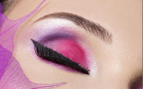 化妆有技巧:鼻型不同妆不同