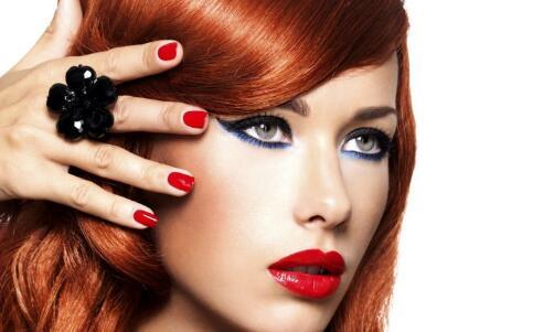 干燥季节怎么化妆 如何画出自然底妆 底妆的打造步骤