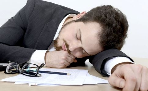 男人别趴着睡 小心精子动不动就跑出来