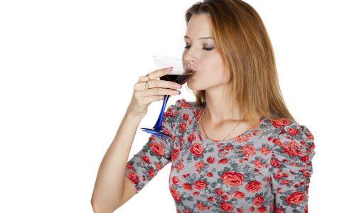 女人喝酒有什么危害 女人能喝酒吗 女人喝酒的危害是什么