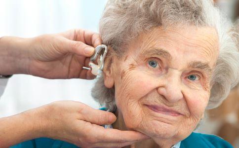 老年人戴助听器不适应怎么办 老年人佩戴助听器注意什么 老人如何选配助听器