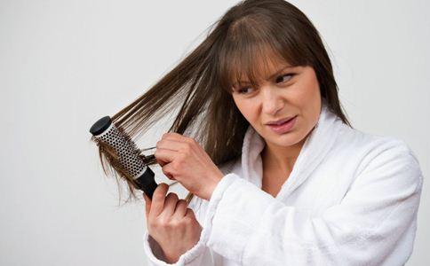 产后掉发怎么办 产后掉发的原因 产后掉发吃什么好