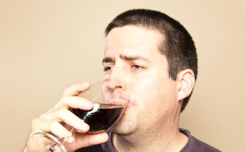 喝酒要适量 过度饮酒易伤害精子