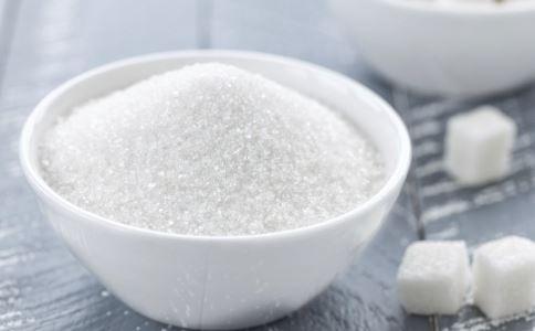 女子喝水也撒糖 吃糖和结石有关吗 吃糖会导致胆囊结石吗