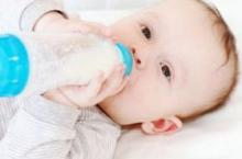 一个月的宝宝奶量标准 宝宝吃多少才合适