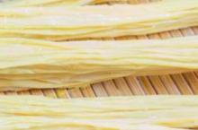 孕期感冒食谱 芹菜拌腐竹的做法