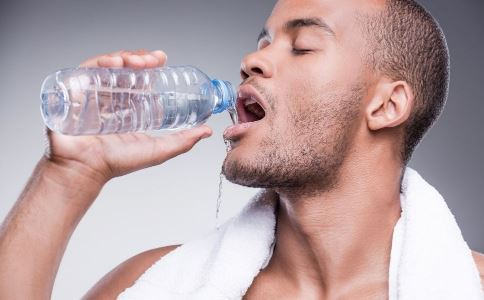 男人便秘怎么办 多喝水可缓解