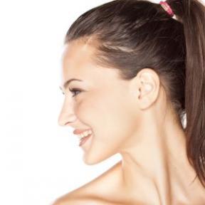 女性患咽炎的原因及咽喉保健