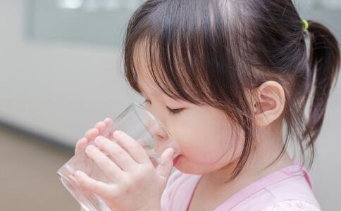新生儿生理性黄疸的饮食保健 新生儿生理性黄疸 新生儿生理性黄疸食疗