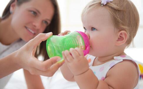 宝宝呕吐 引起呕吐疾病 呕吐治疗