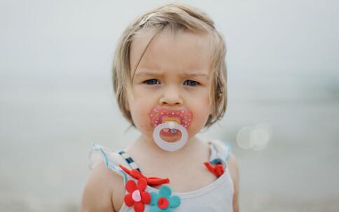 小孩发烧的症状 小孩发烧有哪些表现 小孩发烧的症状有哪些