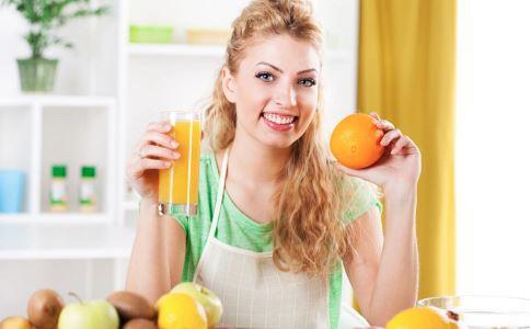 直接吃水果和把水果榨成汁喝哪个更好