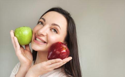 直接吃水果和榨成汁喝哪个更好 水果加热会不会破坏营养 水果什么时间吃最好