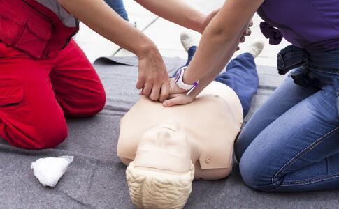 猝死怎么进行急救 有人猝死怎么办 心肺复苏怎么做