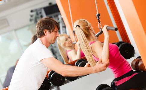 在家如何锻炼腿部 在家锻炼腿部方法 如何拉伸腿部肌肉