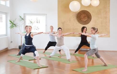 坐在沙发上的减肥运动 怎么进行运动减肥 在家如何减肥