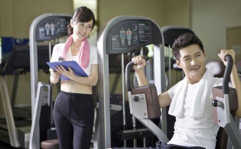 怎样使用拉拉器 拉力器如何使用 拉力器健身有什么好处