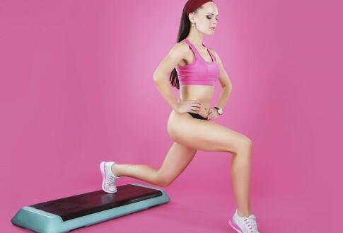 胸肌中缝如何锻炼 胸肌中缝锻炼方法 怎样增肌胸肌