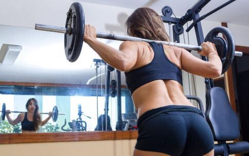 哑铃怎么练臀肌 哑铃练臀肌的方法 臀肌有什么用