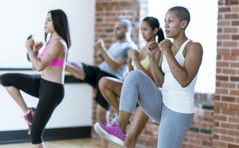 来月经能做深蹲吗 深蹲怎么做 女性练深蹲有哪些好处