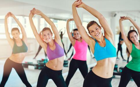 办公室人群健身方法 什么健身方法适合办公室人群 坐在办公室如何健身