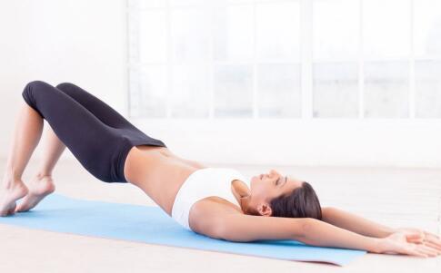 上班族怎么在办公室健身 在办公室健身的方法有哪些 怎么在办公室健身