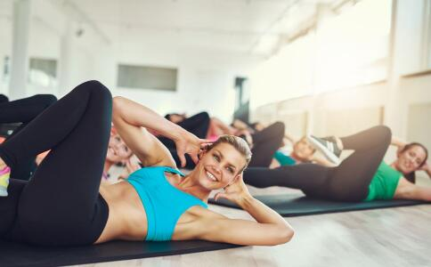 女人春天练习瑜伽要注意什么 春天练习瑜伽的好处有哪些 春天适合做什么瑜伽动作