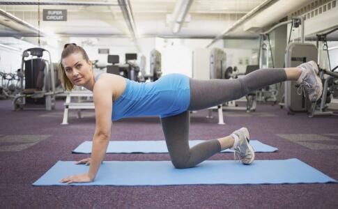 做俯卧撑有哪些技巧 做俯卧撑的方法有哪些 哪些方法可以做俯卧撑