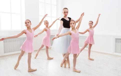 女生跳芭蕾舞有什么好处 跳芭蕾舞的注意事项 怎么跳好芭蕾舞
