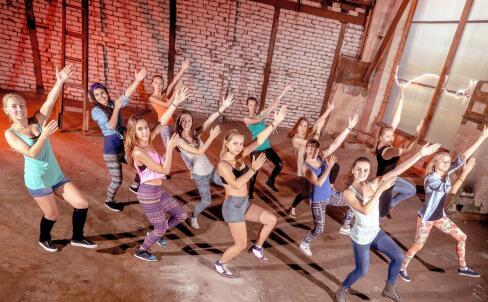 怎么学跳拉丁舞 跳拉丁舞注意事项 拉丁舞练习方法