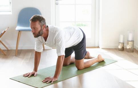 如何快速瘦小腿 瑜伽怎么瘦小腿 瑜伽瘦腿的动作