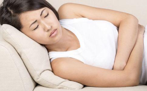 经常胃胀气怎么办 经常胃胀气吃什么食物好 胃胀气的症状有哪些