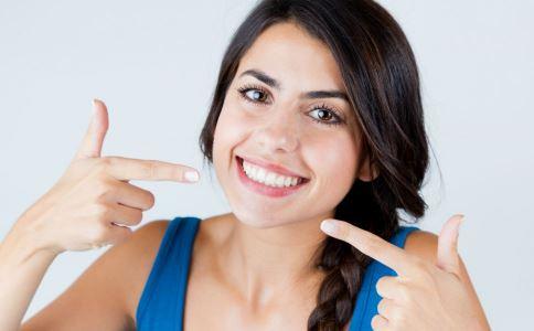 如何挑选烤瓷牙材质 烤瓷牙材料怎么选 如何看烤瓷牙是不是做好了