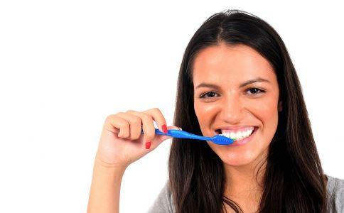 洗牙会伤到牙齿吗 洗牙为什么牙齿没变白 洗牙要注意什么吗