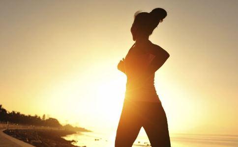 陈意涵挺孕肚跑步 怀孕5个月还能跑步吗 孕妇适合怎样的运动