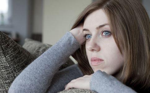 抑郁症的症状有哪些 抑郁症的表现是什么 治疗抑郁症的方法有哪些