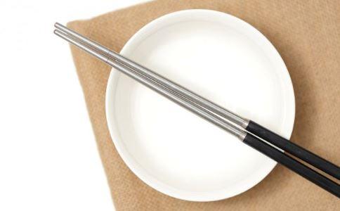 丈夫用公筷在家吃饭 使用公筷的好处 如何预防幽门螺旋杆菌