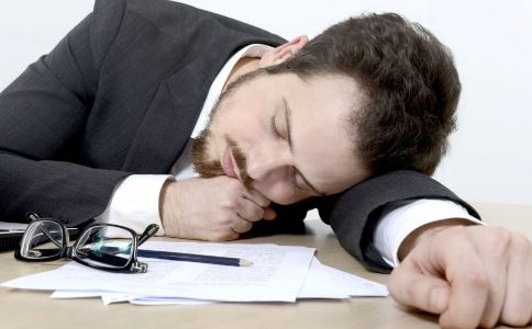 上班族午睡有什么好处 上班族午睡的好处有哪些 怎么午睡好