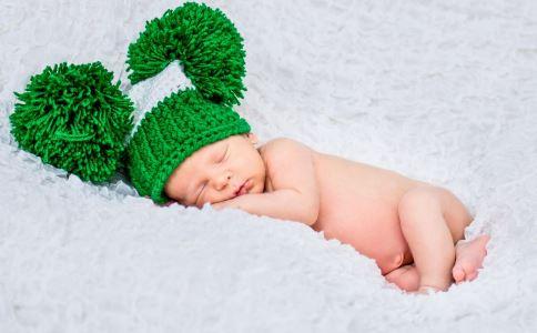 新生儿晚上睡觉不踏实怎么办 新生儿晚上睡觉要注意什么 新生儿睡眠不好怎么办