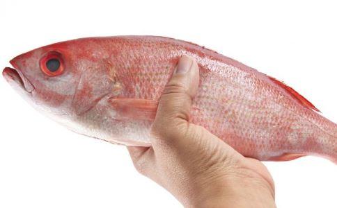 男人常吃海鲜会引发不育出现