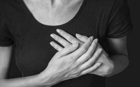 乳头内陷有哪些危害 导致乳头内陷的原因有哪些 乳头内陷要如何治疗