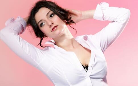 自体隆胸和假体隆胸有什么区别 隆胸有副作用吗 隆胸要注意哪些
