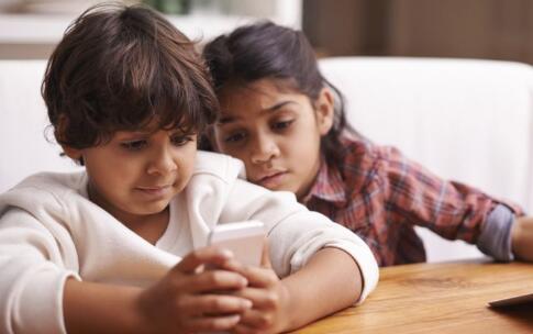 不交手機父母折壽?經常玩手機對自己身體有害